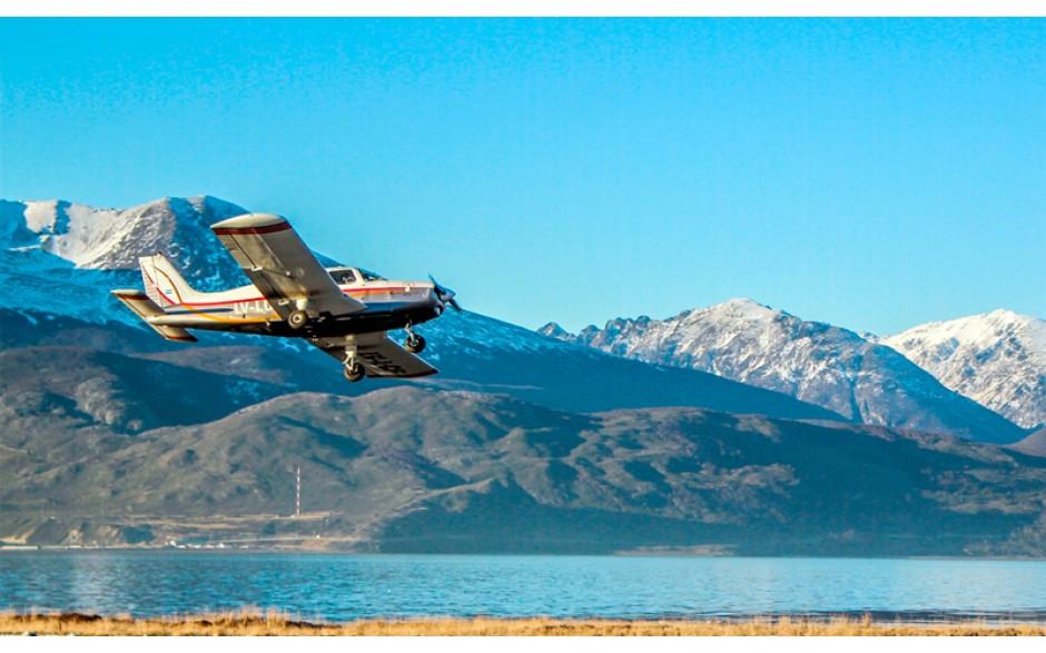 Sobrevuelo turístico de avión con parada en Tolhuin - Ushuaia