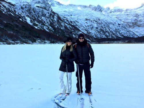 Viajantes curtindo a neve em Ushuaia