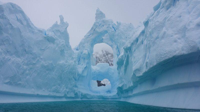 Cemiterio de Icebergs Antartica