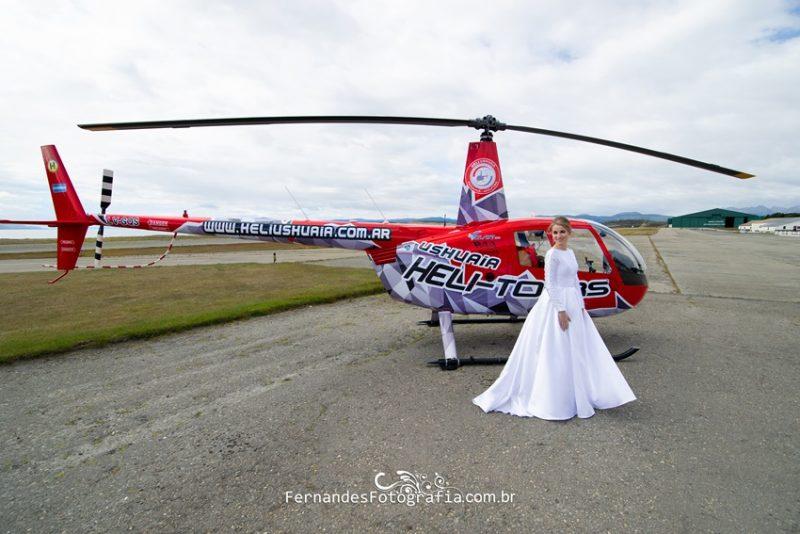 Noiva Ana a frente do Helicóptero em Ushuaia