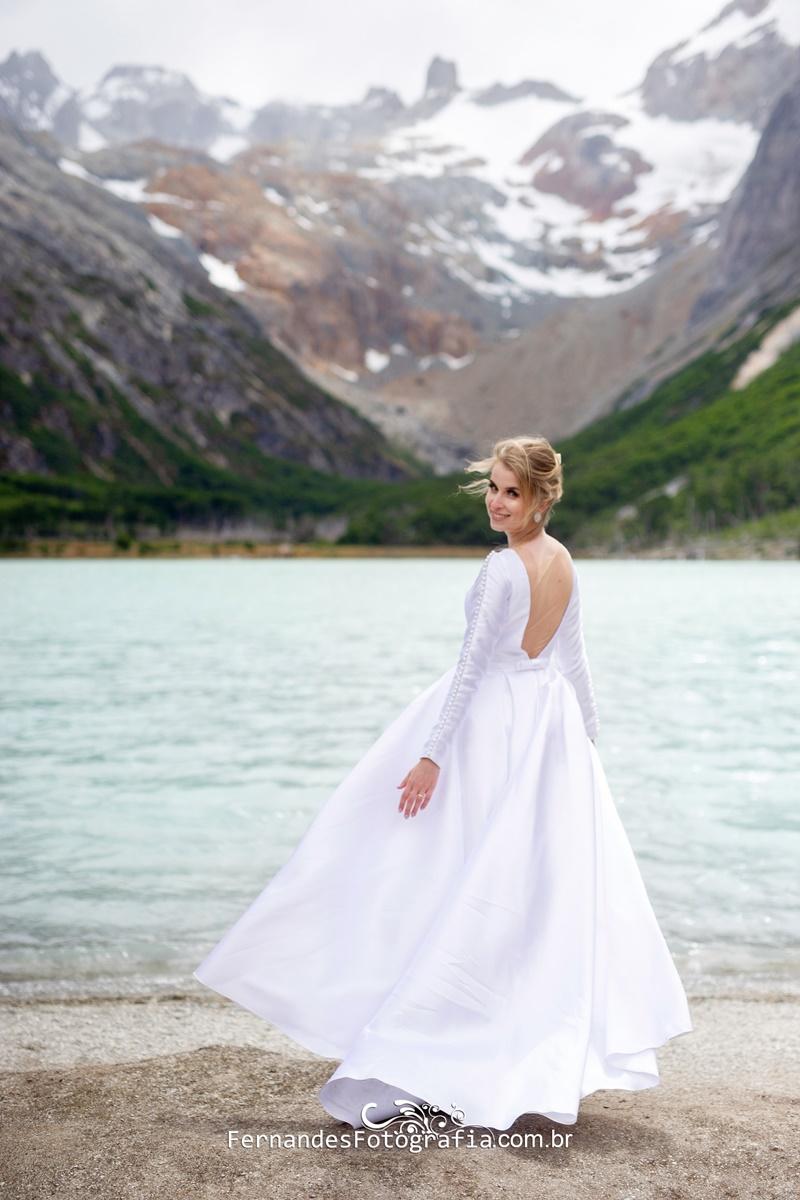 Noiva Ana em frente a laguna em Ushuaia