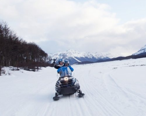 Passeio de snowmobile durante o inverno no Ushuaia